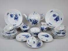 """27-tlg. Teeservice, """"Blaue Blume"""", Royal Copenhagen, 20. Jh. Weißporzellan mit unter Glasur bl"""