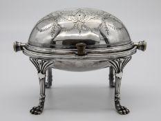 Kaviar-/Butter-Deckelschale, wohl England, um 1900. Versilbert; ovoide Form auf 4 Beinen mit Ta