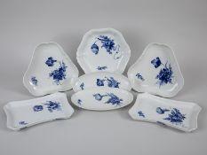 """7 kleinere Schalen, """"Blaue Blume"""", Royal Copenhagen, 20. Jh. Weißporzellan mit unter Glasur bl"""