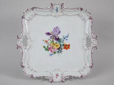 Prunktablett (B-Form), Meissen, 20. Jh. Weißporzellan mit polychromer Blumen-Bouquetmalerei, r