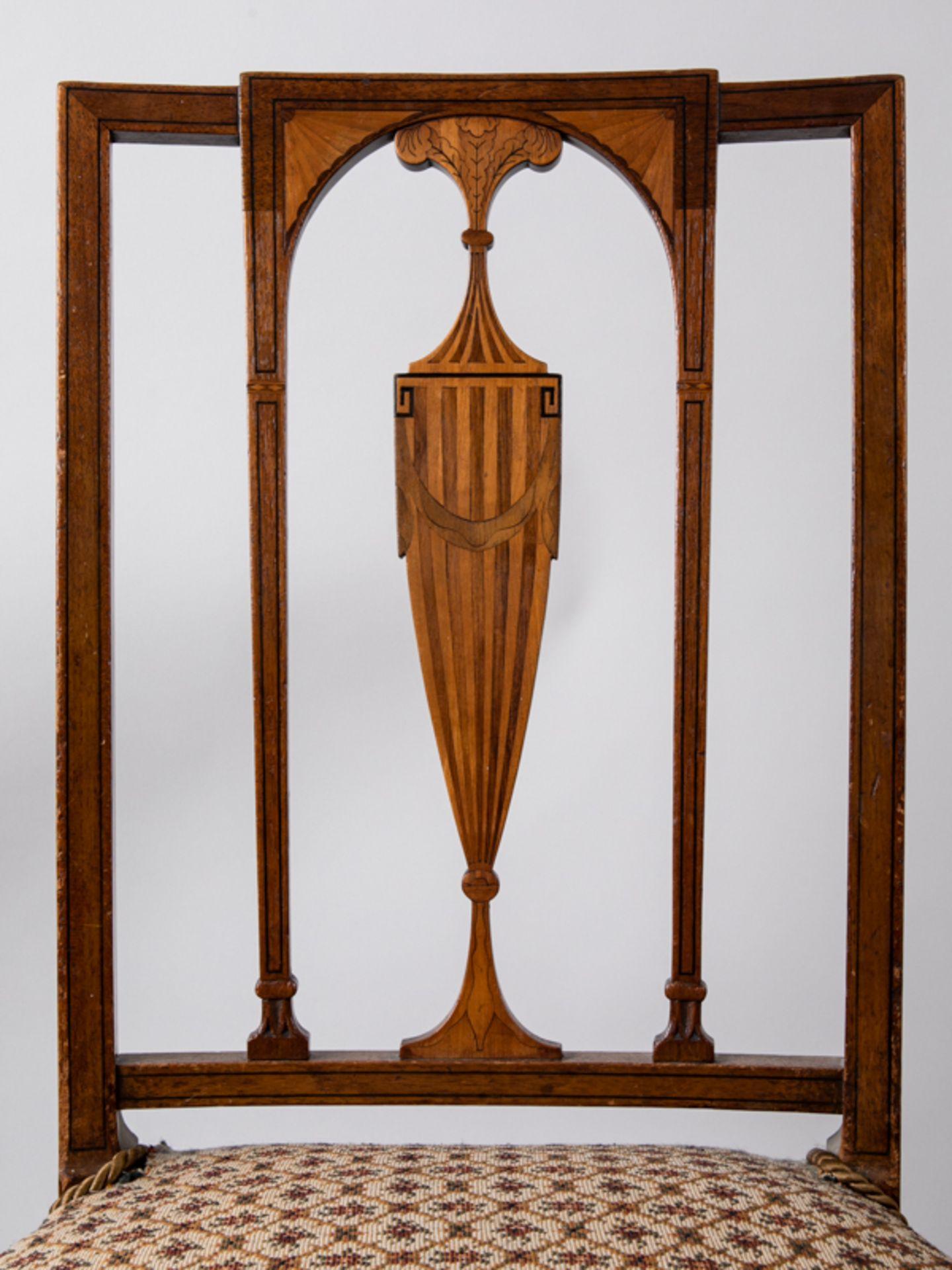Paar Sheraton-Stühle, England, 18./19. Jh. Buche und verschiedene Einlegehölzer mit ebonisier - Bild 3 aus 4