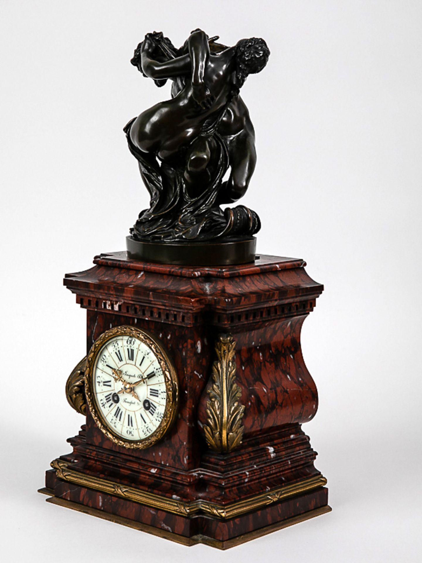 Kaminuhr mit Bronzegruppe, H. Jacquet & Fils/ Roblin, Paris, 2. Hälfte 19. Jh. Bronzeplastik i