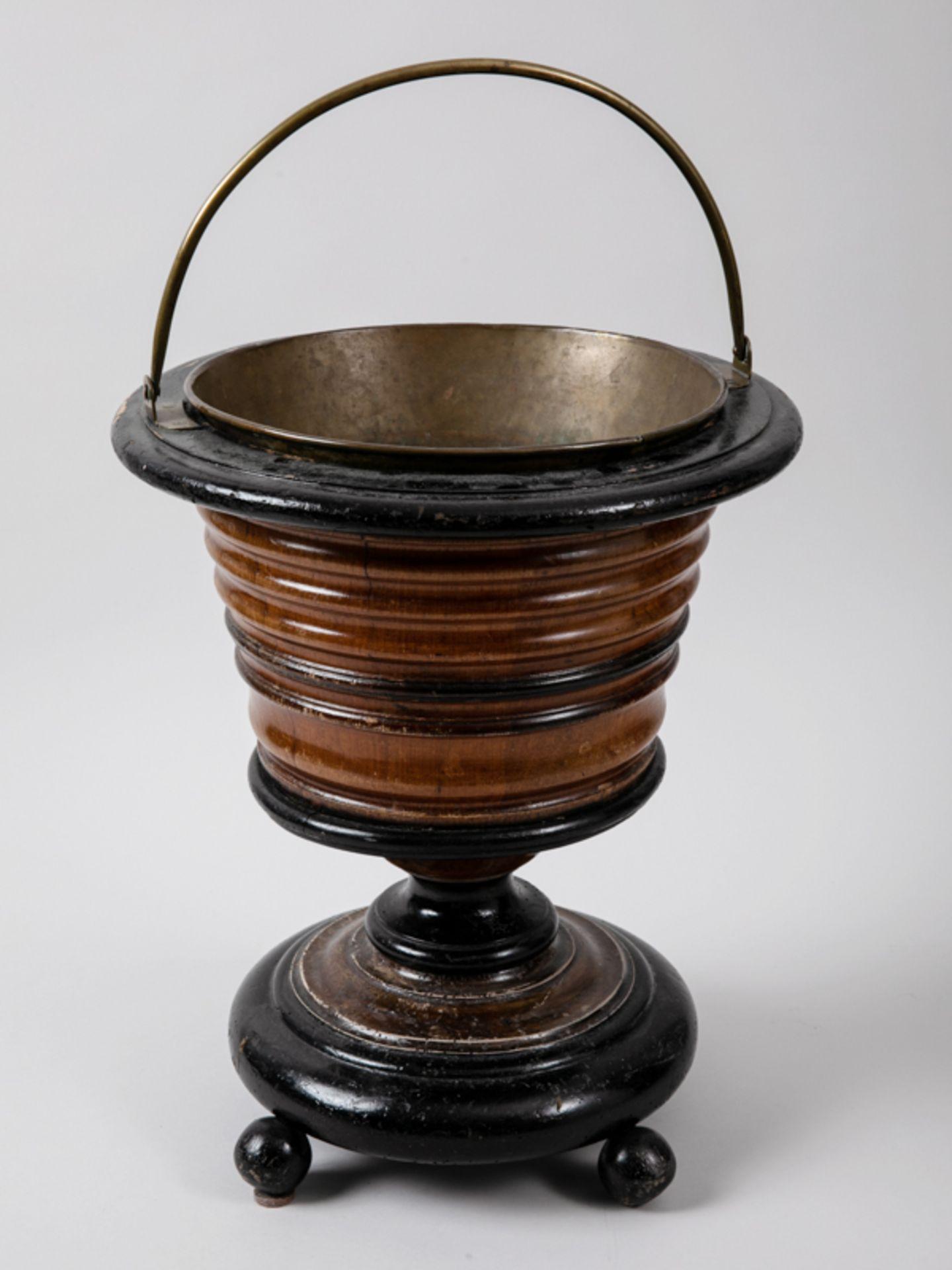 Weinkühler, England, Mitte 19. Jh. Mahagoni und andere Hölzer, teils (später) ebonisiert, mi