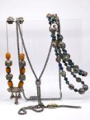 3 verschiedene Ketten und 1 Armband  mit Farbsteinen und Emaille; im orientalischen Stil; 20. Jh.<br