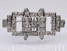 Brosche mit ca. 65 Altschliff-Diamanten; zus. ca. 0;80 ct; Art Deco.<br><br>Platin. Gesamtgewicht ca