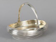 Henkelkorb von Iwan Petrowitsch Chlebnikow; Moskau 1882.<br><br>875/-Silber; Gesamtgewicht ca. 378 g