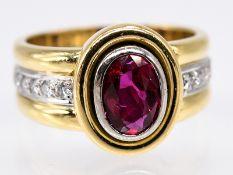 Ring mit sehr hochwertigem Rubin ca. 1;1 ct und 10 Brillanten; zus. ca. 0;16 ct; 90- er Jahre.<br><b