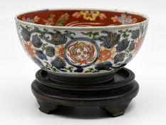 Kumme mit Imari-Dekor; China; wohl 19. Jh.<br><br>Porzellan mit unter Glasur blauer sowie eisenroter
