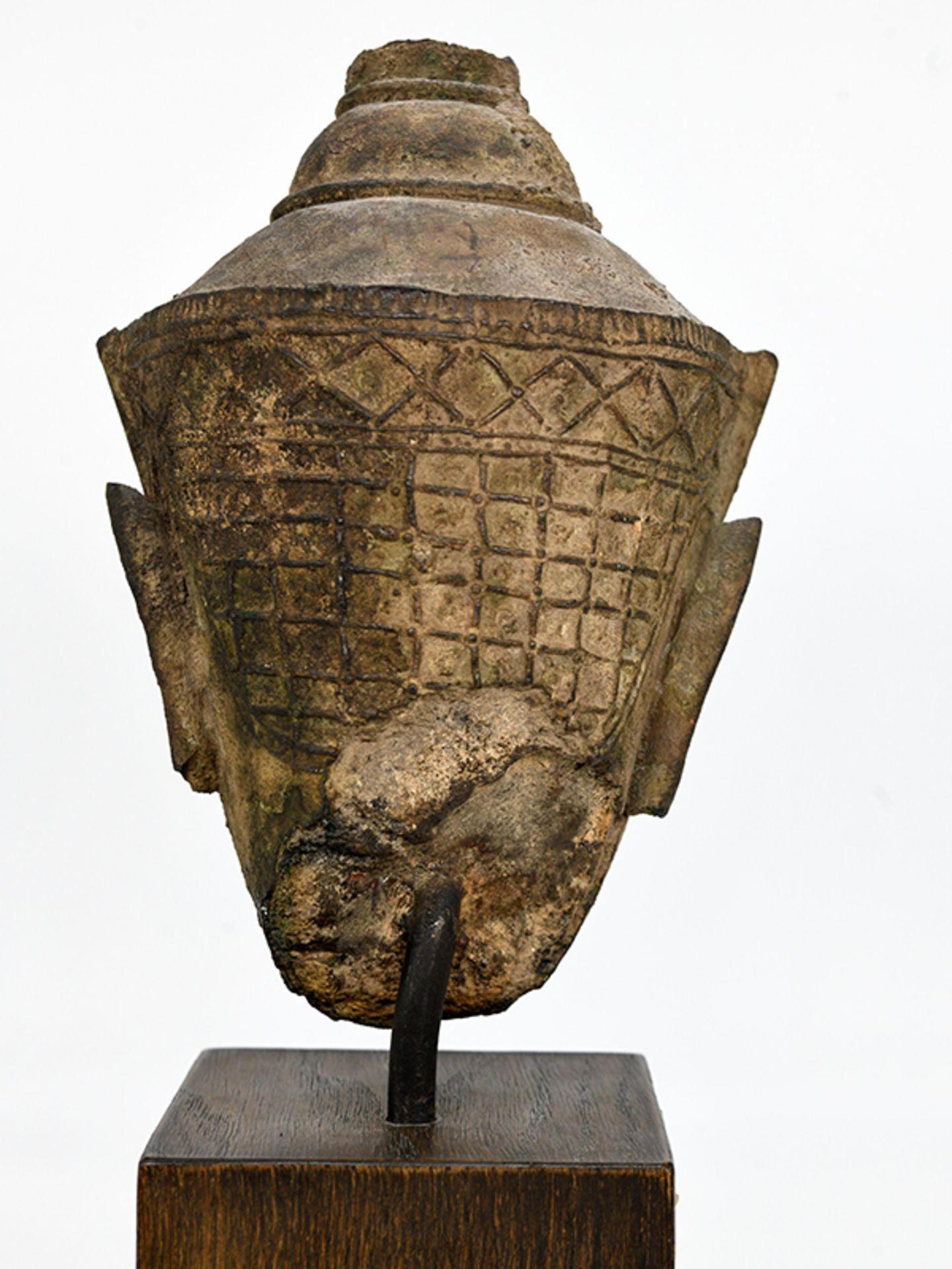 """Bronze-Kopf des """"Buddha Paré""""; Siam (Thailand); frühe Ayutthaya Periode (ca. 1450 - 1600).<br><br>Br - Bild 10 aus 11"""