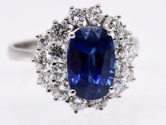 Ring mit hochwertigem Burma-Saphir ca. 2;13 ct und 18 Brillanten; zus. ca. 1;04 ct; Juwelier Carl Te