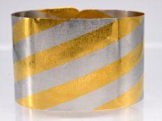 """Armspange """"Niessing""""; 20. Jh.<br><br>950/- Platin und 1000/- Gelbgold. Gesamtgewicht 35 g. Dünner; u"""