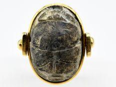 Ring mit Skarabäus; Goldschmiedearbeit; 90- er Jahre.<br><br>750/- Gelbgold. Gesamtgewicht ca. 10;5