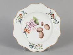 """Speiseteller """"Brühl'sches Allerlei"""" aus dem Dessertservice des Grafen Heinrich von Brühl; Meissen; u"""