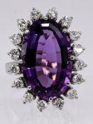 Ring mit Amethyst und 16 Brillanten; zus. ca. 0;96 ct; Juweliersarbeit von Juwelier Achenbach;