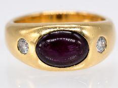 Bandring mit Sternrubin-Cabochon und 2 Brillanten; zus. ca. 0;2 ct; Juwelier Carl Tewes; Dortmund; 1
