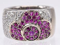 Massiver; breiter Ring mit Rubinen zus. ca. 0;6 ct und Brillanten zus. ca. 0;6 ct; 90- er Jahre.<br>