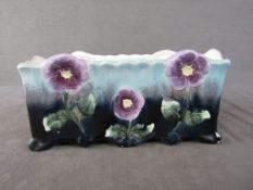 Tafelaufsatz Jugendstil um 1900 lasierte Keramik Blütendekor zwei Ecken leicht gechipt28cm l