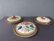 Drei Kuchenformen 1x leicht gechipt
