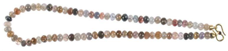 Diamant-Kette, multicolor, ges. ca. 230 ct., bestehend aus 77 facettiert geschliffenenDiamant