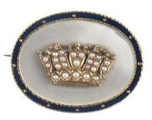 Brosche, Silber, vergoldet, emailliert, besetzt mit Perlmutt, verziert mit vergoldeterKrone,