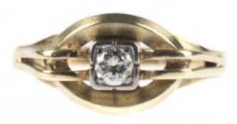 Brillantring, 585er GG, geteilte Ringschiene mit ovalem Ringkopf, zentral besetztBrillantsoli
