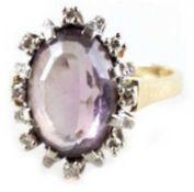 Amethyst-Brillant-Ring, 585er GG/WG, besetzt mit ovalem Amethyst von 4,91 ct und einerEntoura