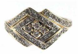 Brillant-Ring, 585er GG, Ringkopf mit 2 ineinander verschränkten Rauten, besetzt mit 42Brill
