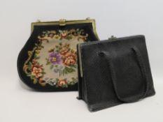 2 Vintage-Handtaschen, Gobelin-Stickerei/schwarze Schlangenhaut, Gebrauchsspure