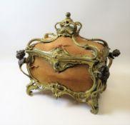 Schatulle, Frankreich, 19. Jahrhundert, Bronze teils feuervergoldet, Lederkorpu