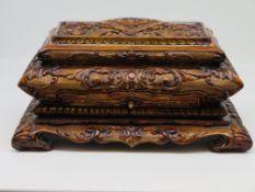 Schmuckschatulle, Edelholz prunkvoll geschnitzt, 1. Hälfte 20. Jahrhundert, 20 x 44 x 29 cm.