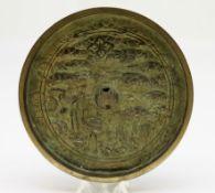 Handspiegel, Japan, Meiji Periode, 1868 - 1912, Bronze mit feinem Reliefdekor, h 1,5 cm, d 12,3 cm.