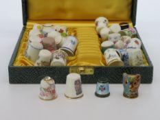 Sammlung von 33 diversen Fingerhüten, u.a. Hutschenreuther/Limoges/Hammersley/Royal Doulton, vorwie