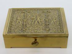 Schatulle, Erhard & Söhne, Schwäbisch Gemünd, 1920er Jahre, Deckel mit reliefiertem Puttendekor, ge
