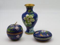 3 Cloisonné Gefäße, China, 2 Deckeldose und Vase, farbiger Zellenschmelz, 20. Jahrhundert, Vase h 1