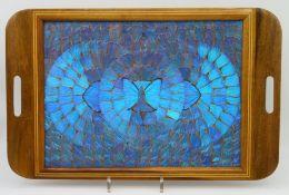 Tablett, 1. Hälfte 20. Jahrhundert, stark irisierende Schmetterlingsflügel, Edelholz mit Bandintars