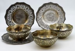 3 Schalen mit UT, Persien, Metall, Treibarbeit, 3 Glaseinsätze, h 5,5 cm, d 17 cm.