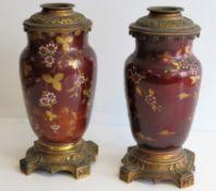 2 chinoise Tischlampenfüße, Keramik mit polychromer Bemalung, Bronzemonturen, h 29 cm, d 13 cm.