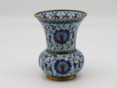 Cloisonné Vase, China, 1. Hälfte 20. Jahrhundert, farbiger Zellenschmelz, h 13 cm, d 10,7 cm.