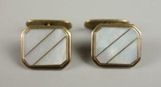 Paar Manschettenknöpfe, 333er Gold, Gew.10,30g, mit Perlmuttplatte