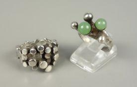 2 Ringe, 925er Silber, Gesamt-Gew.15,36g, 1970er Jahre; Ring mit 2 Jadekugeln,
