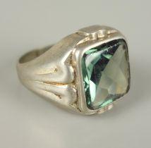 Ring mit grünem Stein, 835er SilberGew.5,81g, quadratischer, facettierter Stein, U.56