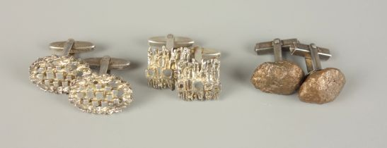 3 Paar silberne Manschettenknöpfe, 1970er/1980er Jahre2 Paar 835er Silber, mit Durchbruchzie