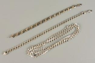 2 Armbänder und Flachpanzerkette, 925er SilberGew.51,32g; 1 Armband, tlw.fein zisiliert, L.1