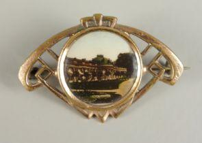 """Souvenir-Brosche """"Sansscouci"""", um 1900Altersspuren, Durchbruchkorpus, zentrales Farbbild, L*"""