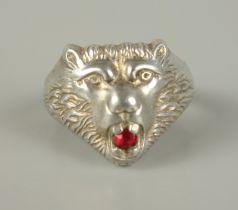 Löwenkopf-Herrenring, 835er SilberGew.6,45g, im Maul ein kleiner, rubinroter Stein, U.61