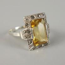 Ring mit citrinfarbenem Stein, 830er Silber, 1930er Jahre, Art DécoGew.5,55g, Stein im Trepp