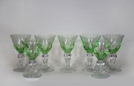 Glaskelche 7 Stk., Jugendstil, farbloses Kristalglas, grün überfangen, fünf große Kelche, zwei<