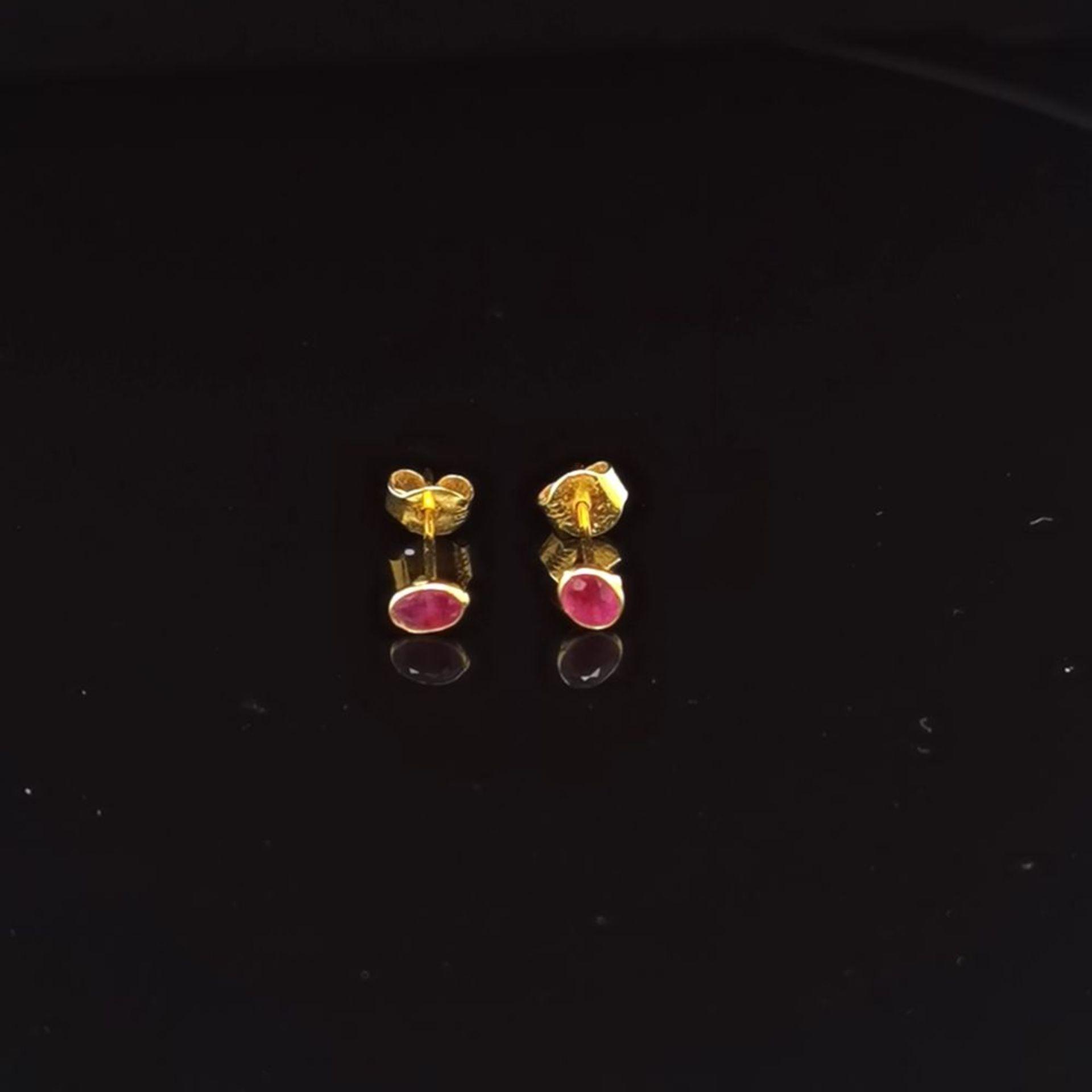 Rubin-Ohrstecker, 750 Gold 0,7