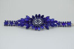 Christian Dior Vintage Armband wohl 70er Jahre Prunkvoll Besetzt mit Blauen Farbsteinen Mittig