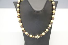 Halskette Akoya Perlen Braun/Beinkugeln Verschluß 14kt. L:40cm Dm:8,5mm